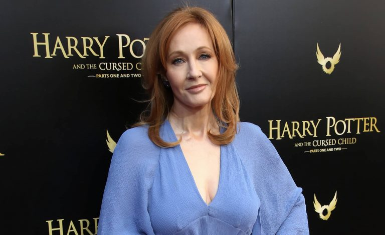 JK Rowling receives support from 200 authors, editors and writers